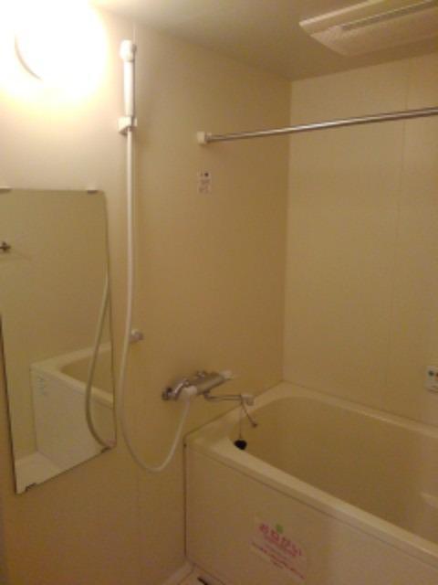 サン ビオラ 01030号室の風呂