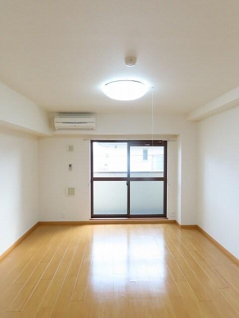 アニュー アフェニティー 02020号室のリビング