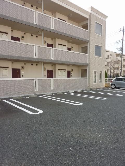 アタラクシア 01190号室の駐車場