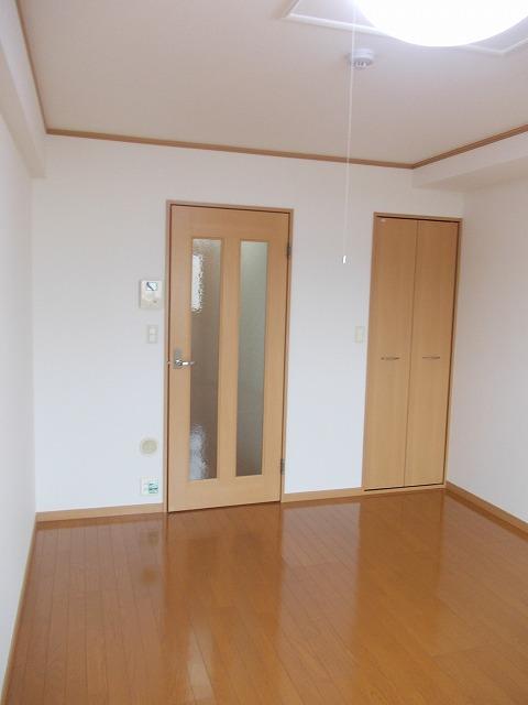 ヴィラ清寿 402号室のベッドルーム