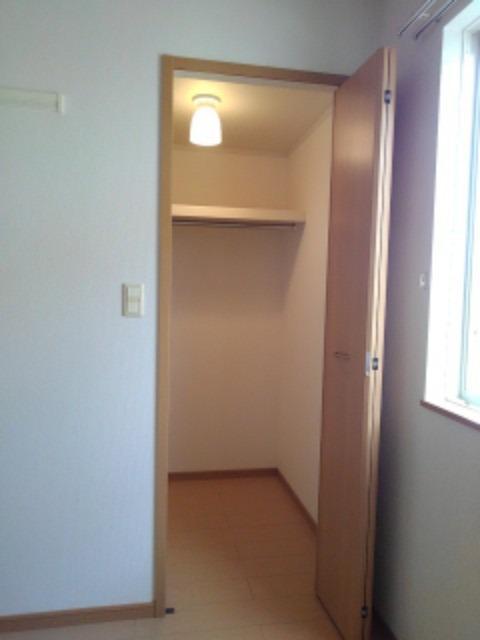 チェリ ブラッサムⅡ 01030号室の収納