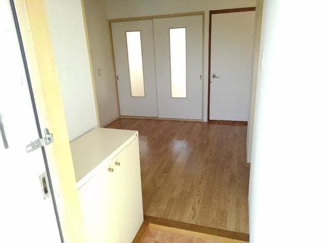 エステートKU 201号室の玄関