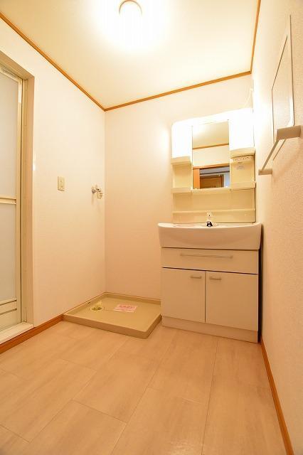 コータ・コートE 02020号室の洗面所