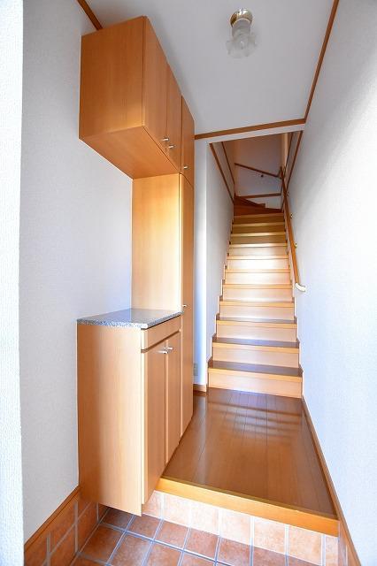 コータ・コートE 02020号室の玄関