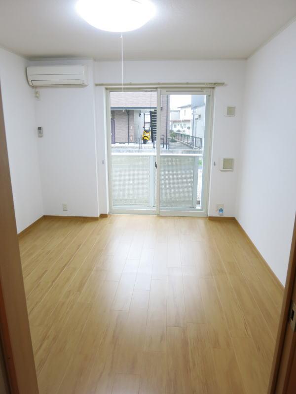 シャロル矢田 105号室のリビング
