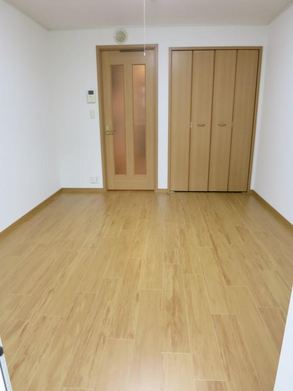 シャロル矢田 105号室のベッドルーム