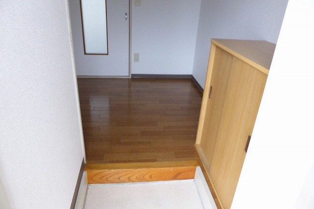 アクティブ田沢Ⅰ 01020号室の玄関