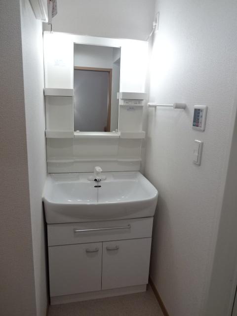 アイリス柿本B 205号室の洗面所