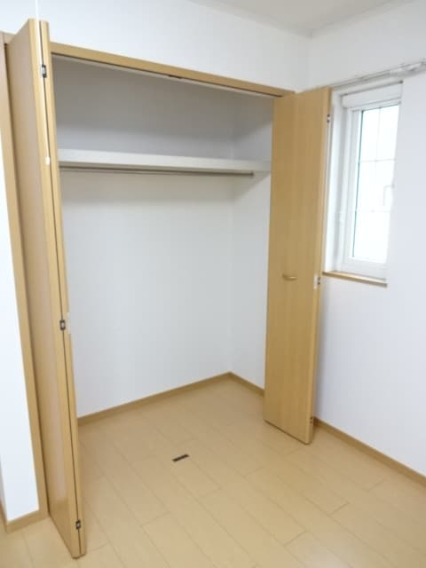 アイリス柿本B 205号室の収納