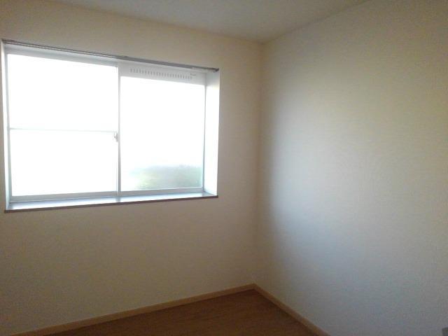 ロイヤルエステート神明A 01020号室の居室