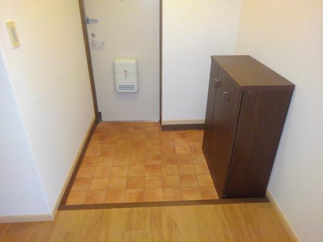 ロイヤルエステート神明A 01020号室の玄関