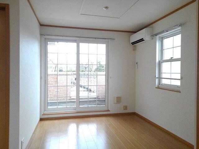 グランシャリオ 02010号室のリビング