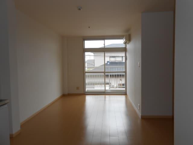 パルネット旭ケ丘 02010号室のリビング