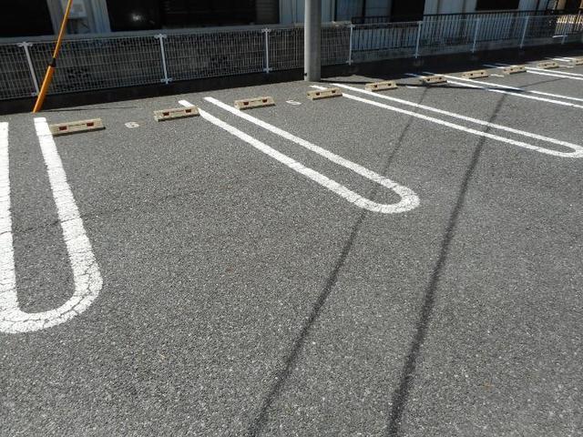 プレッソ前野 Ⅰ 02040号室の駐車場