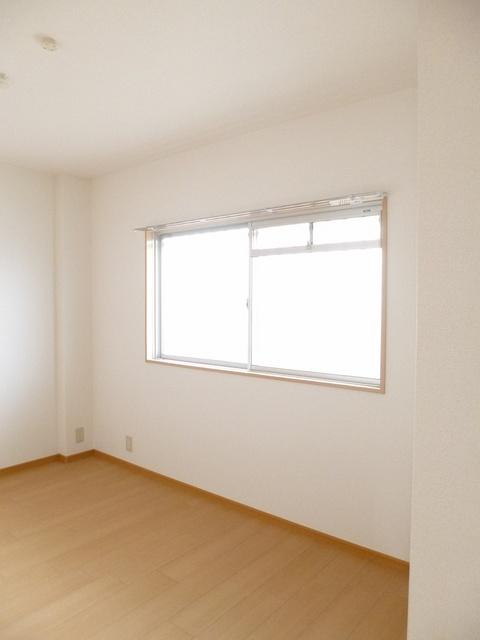 ロイヤルランド泉 303号室の居室