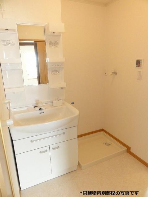 プラシードST 203号室の洗面所