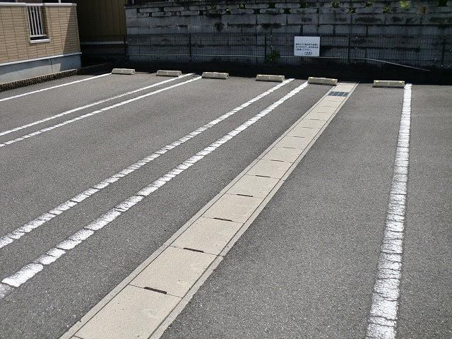 プリムローズT・Y・SA 02010号室の駐車場