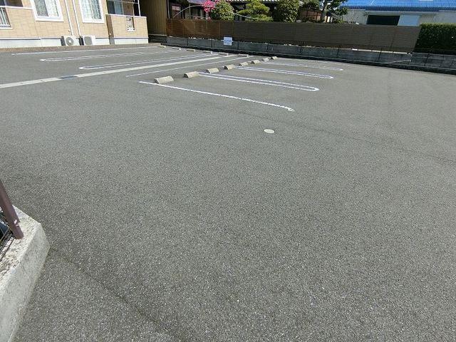 プリムローズT・Y・SB 02030号室の駐車場