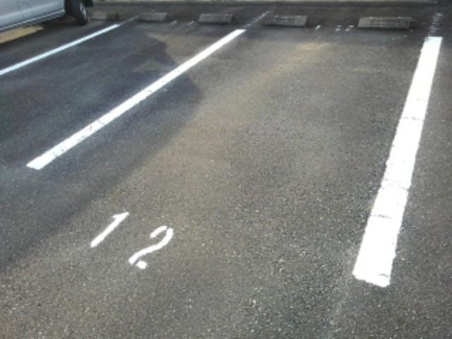 ソレアードⅠ 01020号室の駐車場