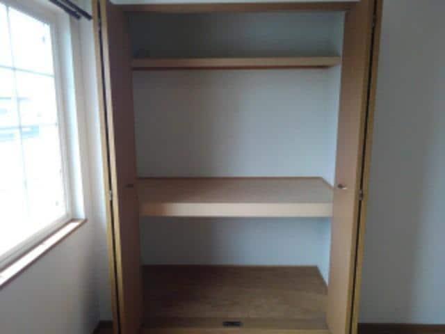 ソレアードⅠ 02030号室の収納