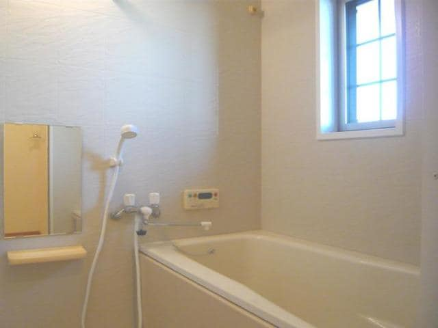 メゾンウエスト 202号室の風呂