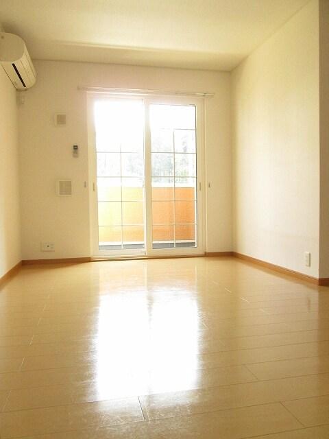 アンプリアル 01040号室のリビング