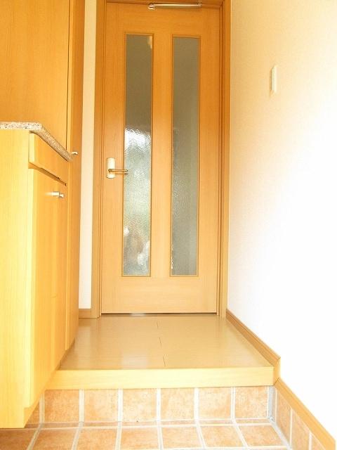 アンプリアル 01040号室の玄関