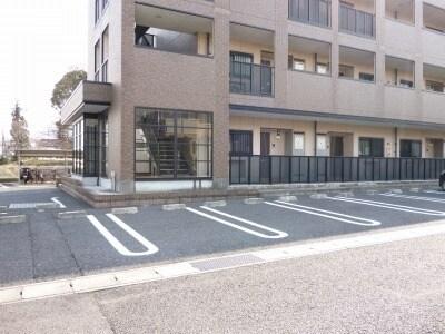 エタ-ナル・インテンション 03030号室の駐車場