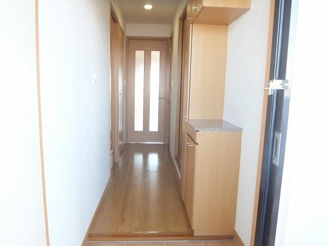 エタ-ナル・インテンション 03030号室の玄関