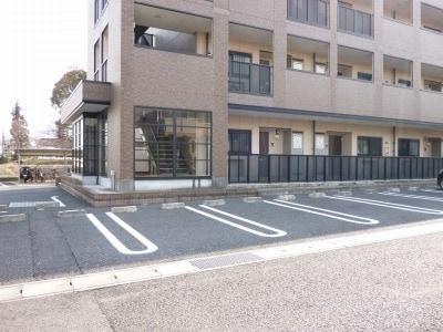 エタ-ナル・インテンション 03040号室の駐車場