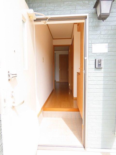 ヴェルドミールC 01010号室の玄関