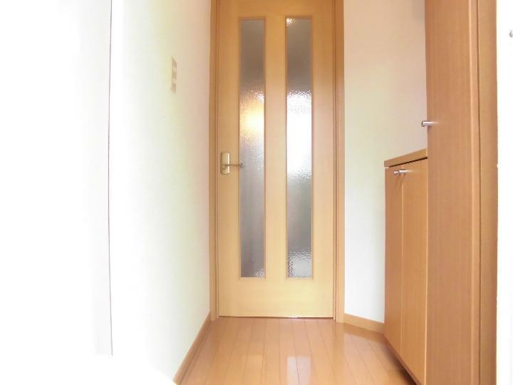 リブェール・メゾン 01020号室の玄関