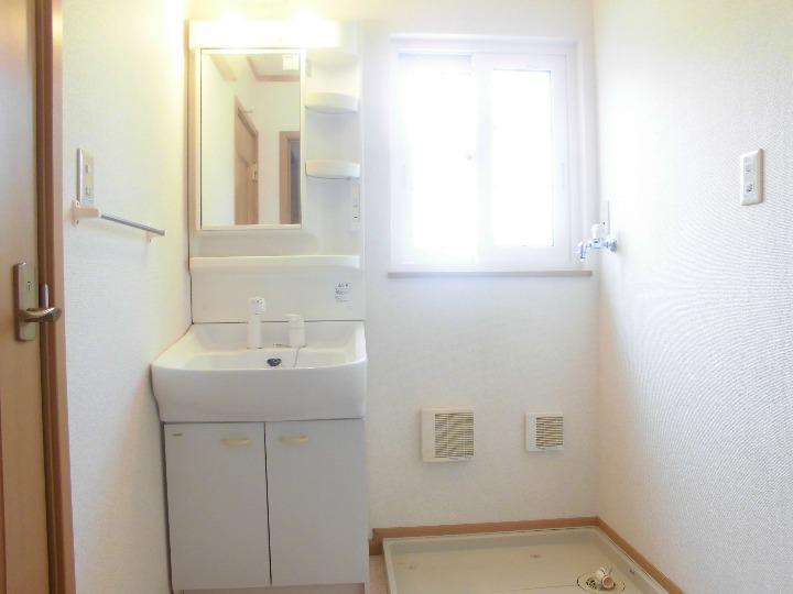 リブェール・メゾン 01020号室の洗面所