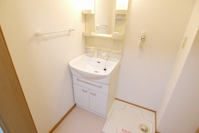 エクセレント・ビュー・かも川 303号室の洗面所