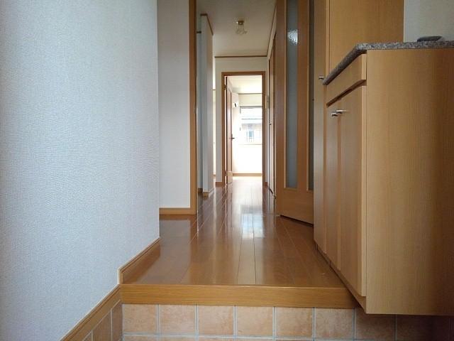 ハーモニーB 101号室の玄関