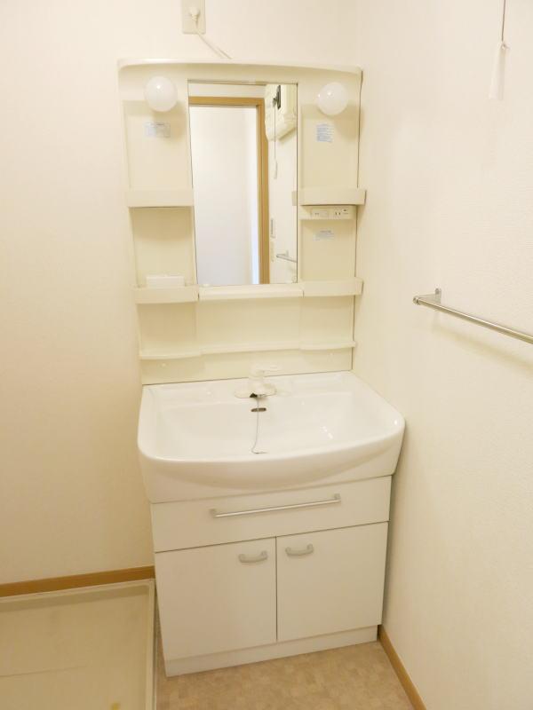 ボナ・ジョルナータ 102号室の洗面所
