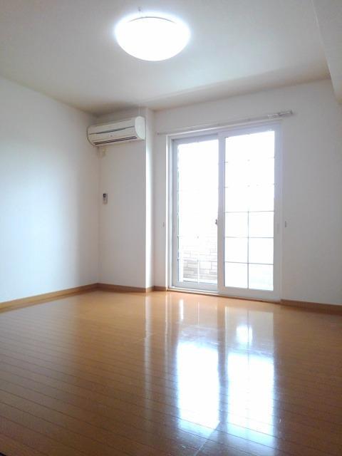 ラネージュⅤ B棟 01020号室のリビング