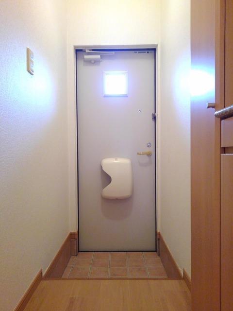 ラネージュⅤ B棟 01020号室の玄関