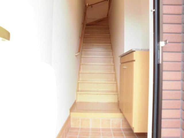 グラースA 02030号室の玄関
