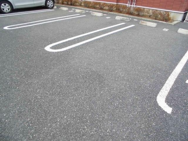 グラースA 02030号室の駐車場