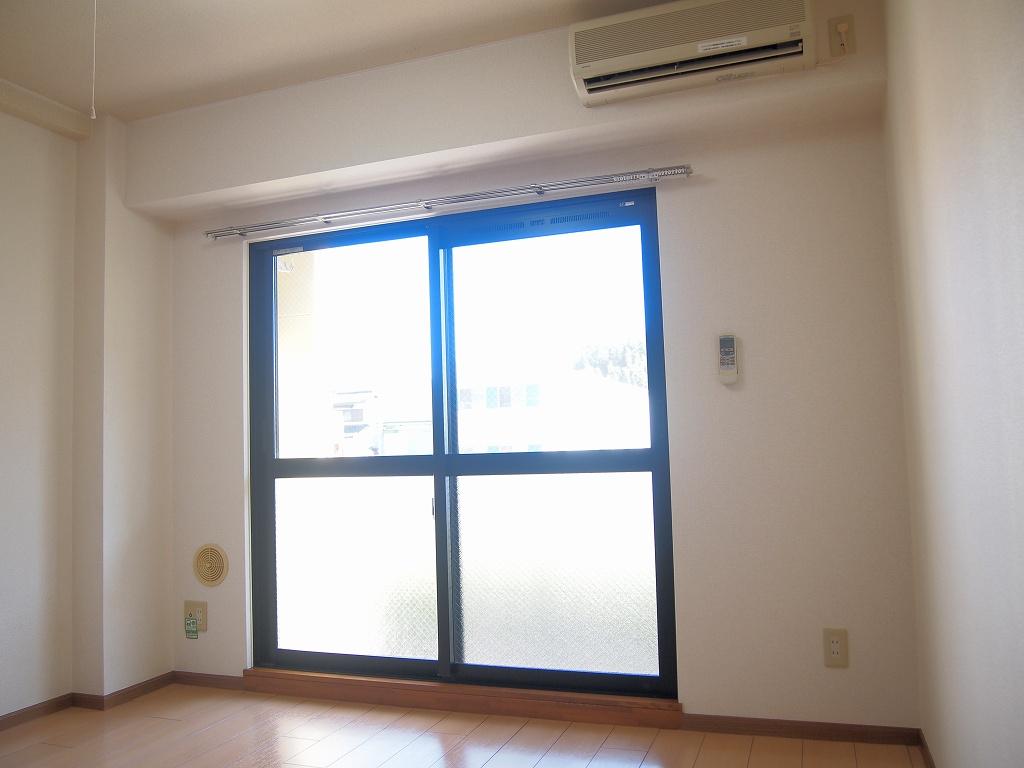 カーサ・リオン 102号室のリビング