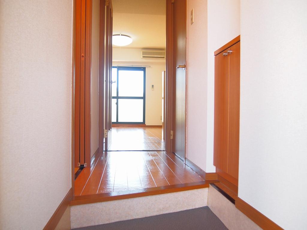 カーサ・リオン 102号室の玄関