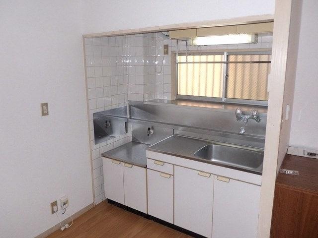 ベルハイツA 01020号室のキッチン
