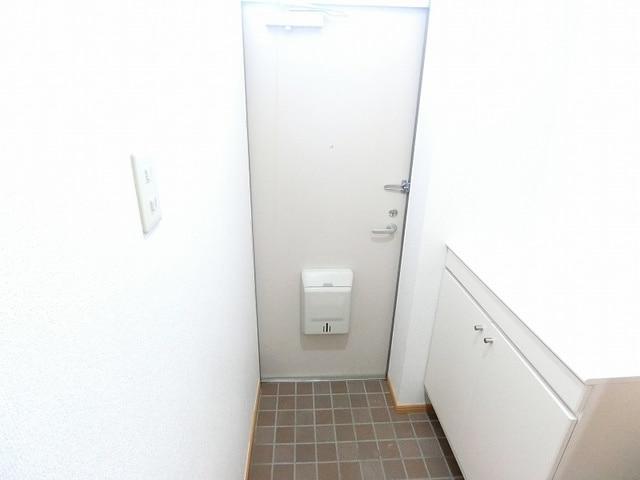 アルコバレーノ B 01010号室の玄関