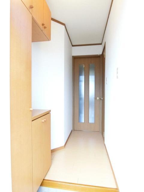 リブィールⅢ 01030号室の玄関