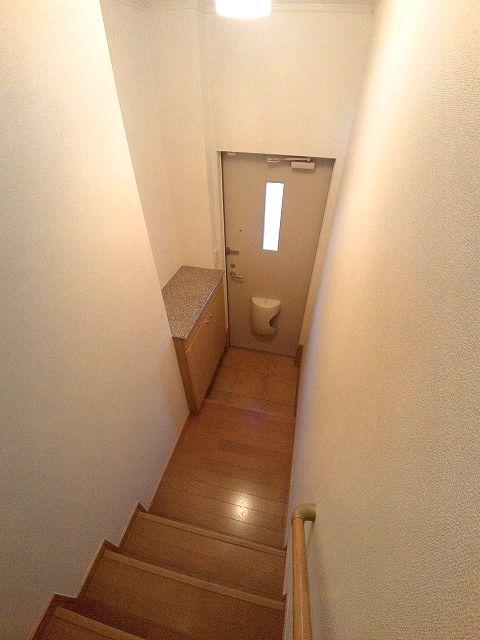 サンブライト 203号室の玄関