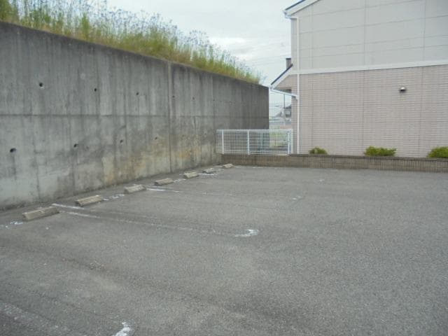 ヒル サイド コート 01060号室の駐車場