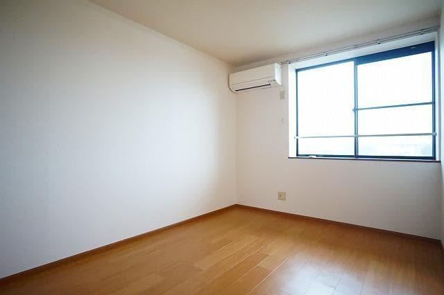 ルミエ-ル小島A 02010号室の居室