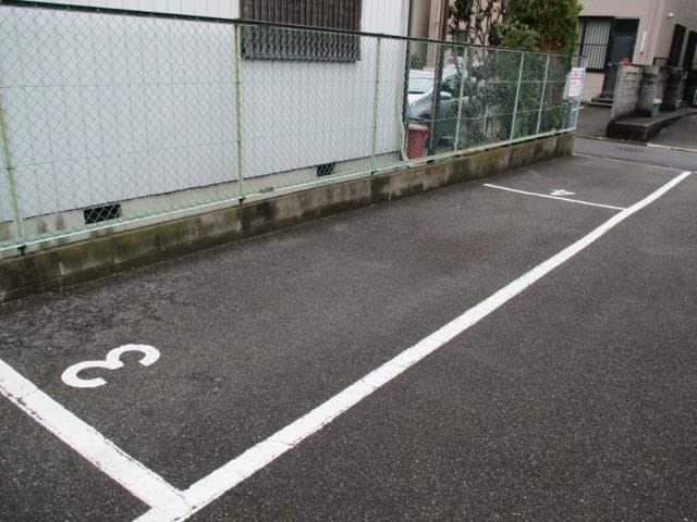 十王ハイツ 202号室の駐車場
