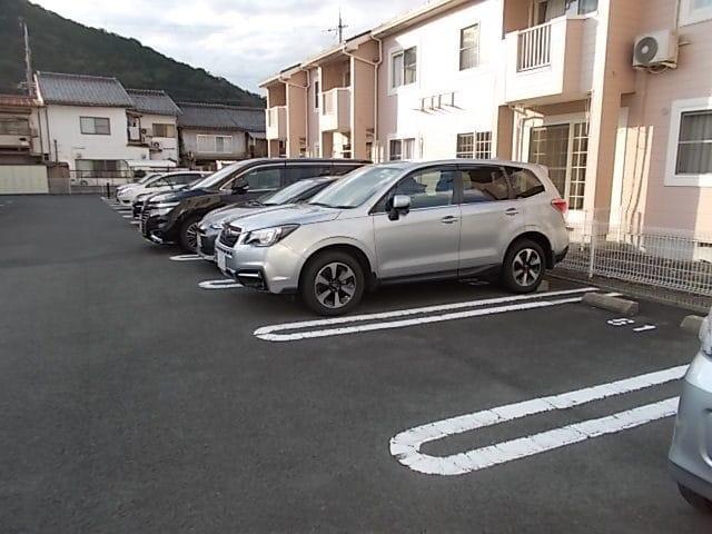 プラースⅢ 205号室の駐車場
